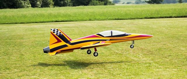 Ueckerfalken laden zum Modellflugfest ein
