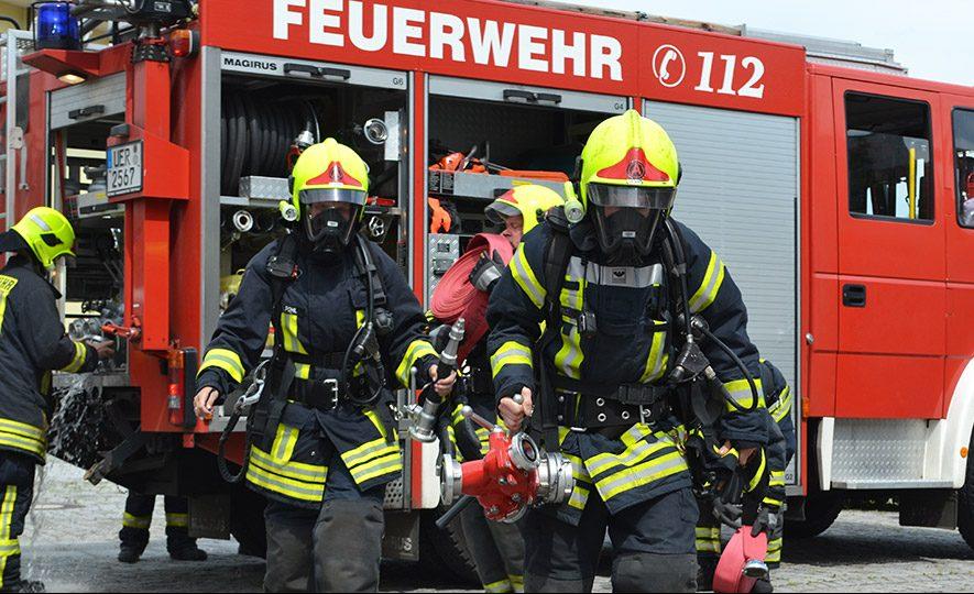 Garagenbrand in Meiersberg: 20 000 Euro Schaden und ein verletzter Feuerwehrmann