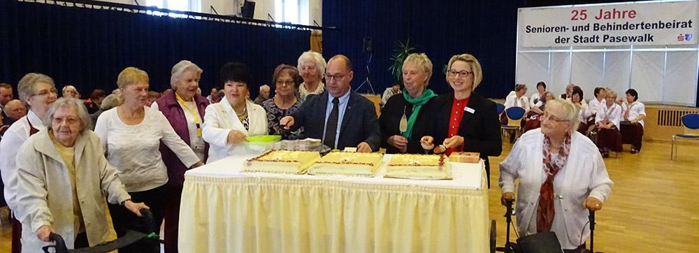 Dreiteilige Torte für den ältesten Seniorenbeirat des Landes MV