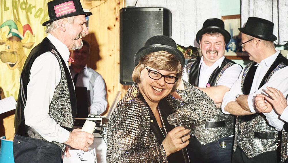 Luckower Narren im Ausnahmezustand! Die Karnevalssause 2020 steigt in der ehemaligen Dorfgaststätte Stroh