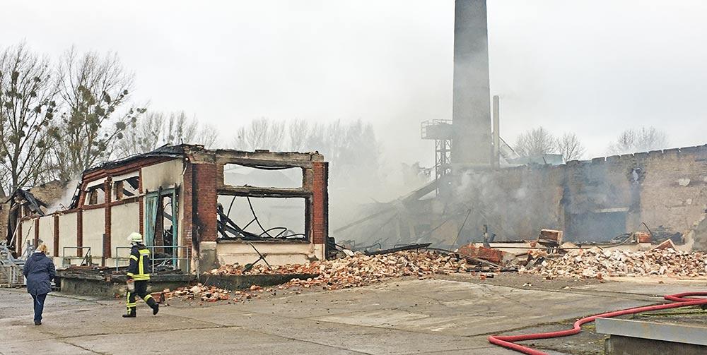 Großfeuer in Ueckermünde: Holzkontor steht in Flammen (aktualisiert)