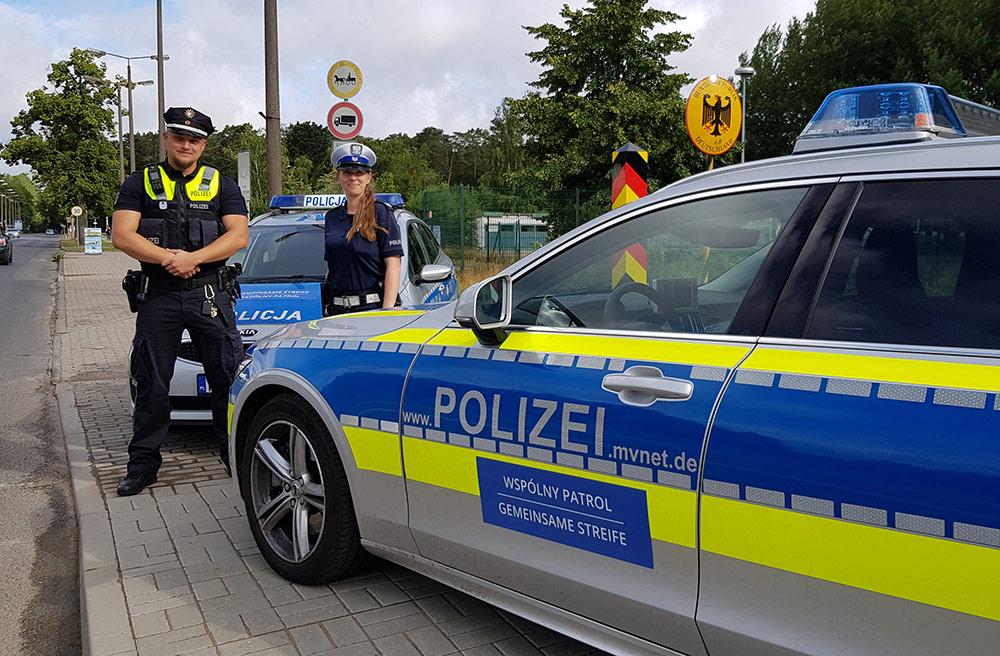 Polizei blinkt dreisprachig