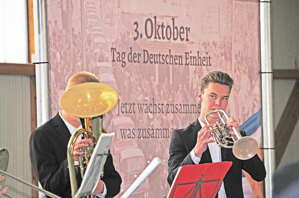 30 Jahre Deutsche Einheit: Musikschüler spielen zum Konzert auf