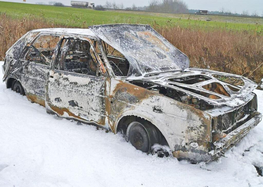Auto brennt bei Anklam völlig aus