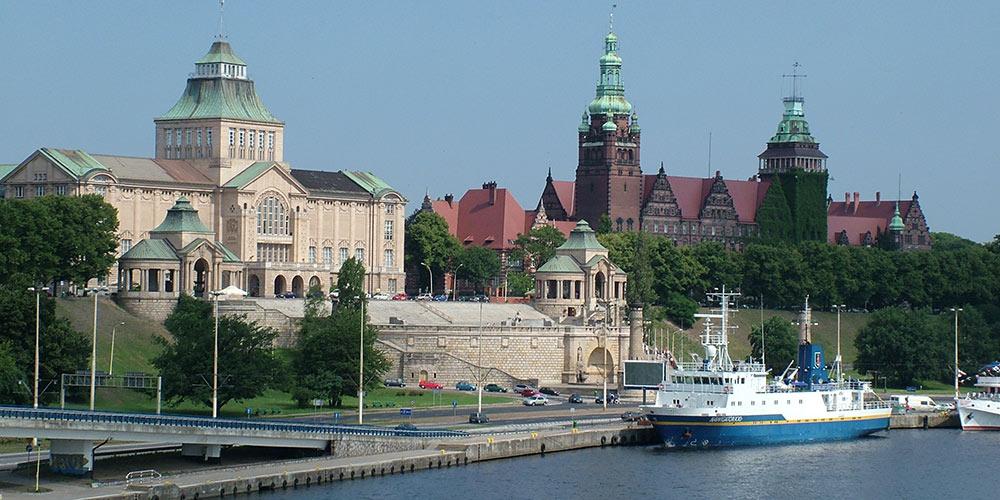 Von Ueckermünde und Pasewalk mit dem Bus direkt nach Stettin